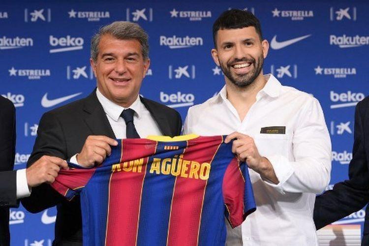 Joan Laporta (Presiden klub Barcelona) dan Sergio Aguero (Kompas.com)