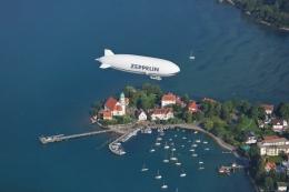 Pesawat Zeppelin wisata di atas danau Konstanz | foto: Bodensee/Achim-Mende
