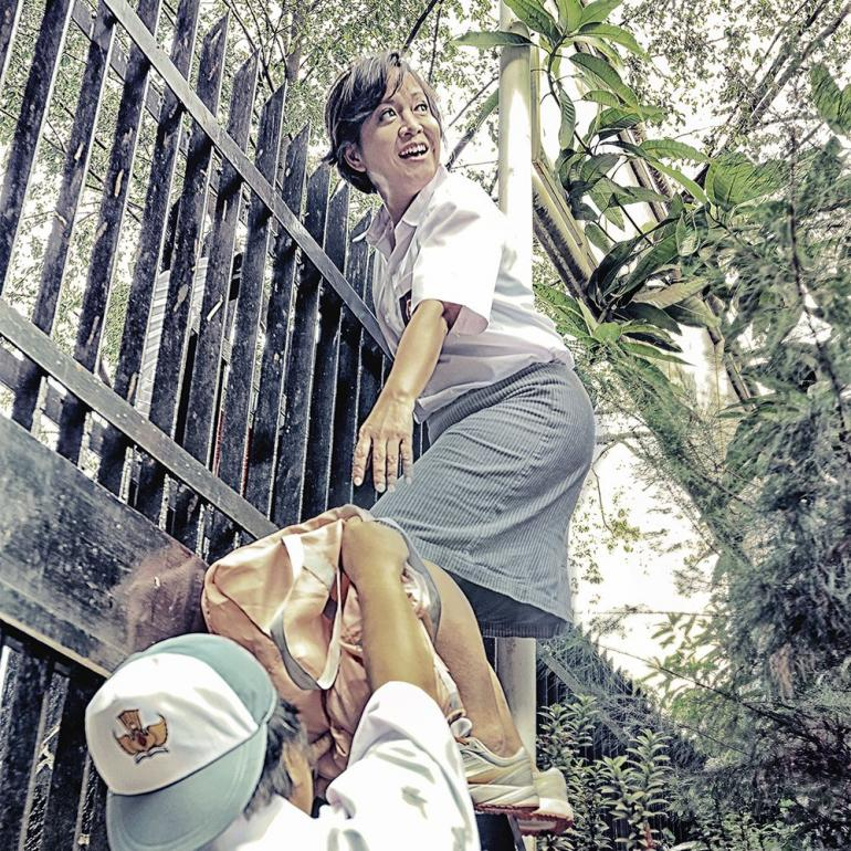 Bolos Sekolah Melompati Pagar (By: Didiet)
