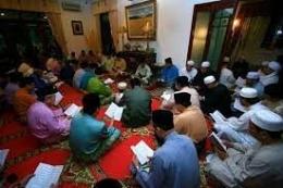 Samadiah dan yasinan di Meunasah, Sumber[Mushalla Al Hidayah]