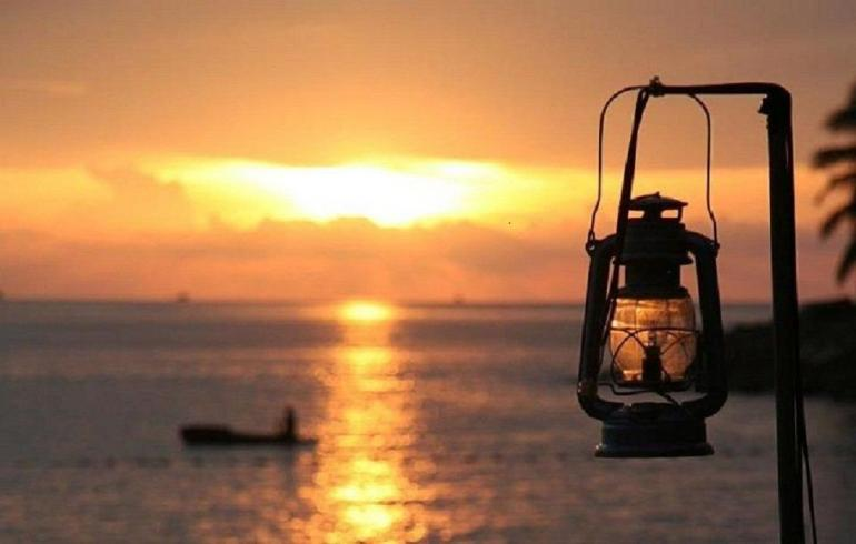 Ilustrasi: senja di pantai Sumber: hipwee.com