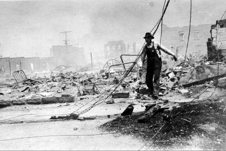 Tusla Massacre salah satu kerusuhan rasial terbesar dalam sejarah Amerika. Sumber: news.harvard.edu