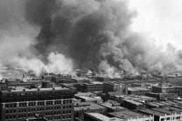 Kerusakan yang diakibatkan oleh kerusuhan rasial Tusla sangat masif. Sumber:news.harvard.edu