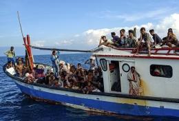 94 orang pengungsi dari Myamar di perairan Aceh, 15 dari rombongan meninggal di perjalanan | Foto diambil dari Kompas/Rahmad (https://foto.kompas.com/)