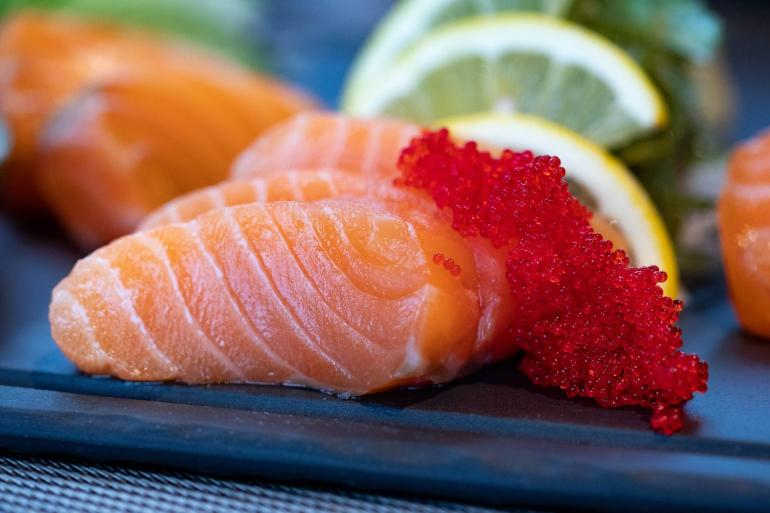 Ilustrasi ikan salmon | pexels/Valeria Boltneva