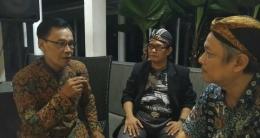 Bp. Warsono SR (kiri) sesepuh Papanmas, Ki Salam Bandreng Asmara (tengah), dan penulis pada saat wawancara | Dokpri