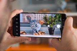 Cara edit video mudah cukup dengan smartphone. Sumber : Kompas