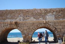 Ilustrasi tentang cara memberi para turis untuk di foto | Dokumen pribadi oleh Ino