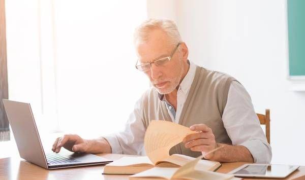 Karyawan lansia harus memiliki sisi kelebihan lain untuk menutupi kekurangan aspek fisik | Sumber: freepik