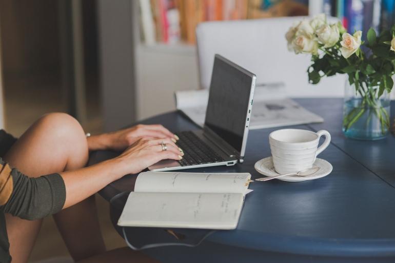 Ilustrasi Menulis untuk Pemula oleh Deeezy dari pixabay.com
