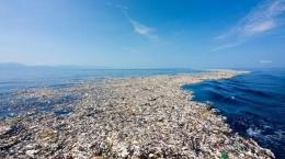 Lautan Sampah yang sudah semakin banyak mengapung di lautan.   Foto: AFP/aawsat.com