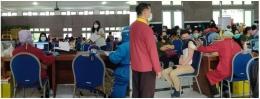Suasana di ruang vaksinasi   foto: KRAISWAN