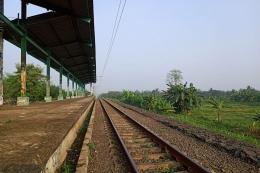 Penampakan peron stasiun dengan jalur rel mengarah ke Citayam (foto: widikurniawan)