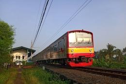 KRL Commuterline jalur Nambo hanya melintas di Stasiun Pondok Rajeg (foto: widikurniawan)