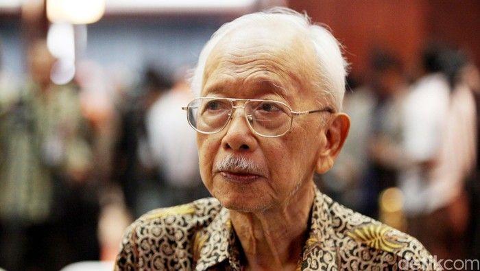 Mantan menteri era Soeharto, Mochtar Kusumaatmadja meninggal dunia dalam usia 92 tahun (news.detik.com)