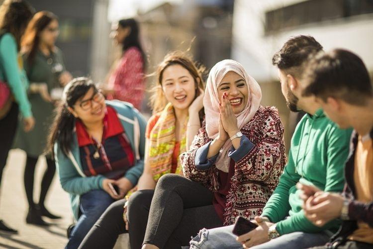ilustrasi belajar Bahasa Inggris bersama teman yang berasal dari luar negeri. (DOK. BRITISH COUNCIL via kompas.com)