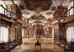 Ruangan museum Stiftsbibliothek dengan gaya Barock. (Foto Katholische Konfessionel Kanton St. Gallen)