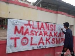 Penolakan pendiririan SMP Negeri (Foto Dyahudin)
