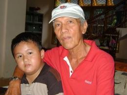 Piet Tio dengan cucu (dokpri)