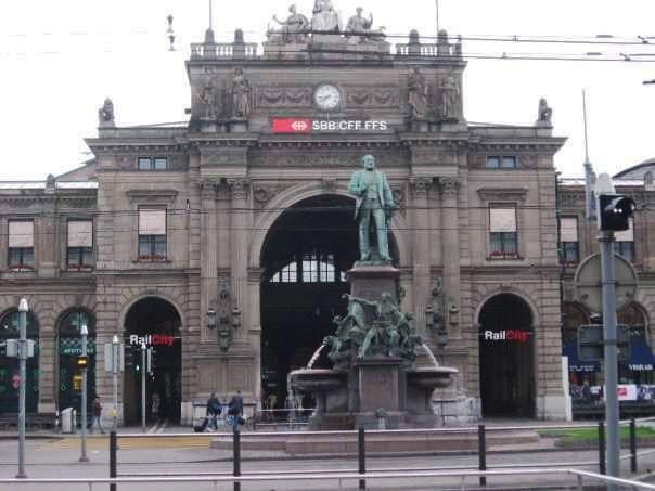 Stasiun kereta api di Zurich, Swiss (foto dokumen penulis)