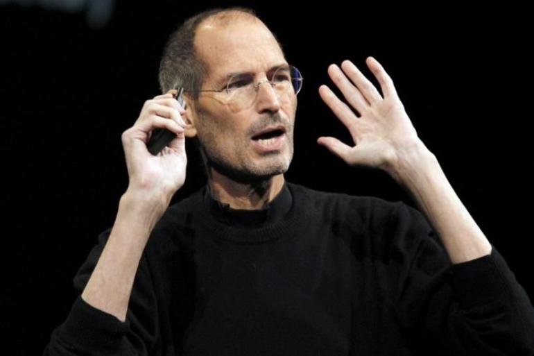 Photo: Steve Jobs Retires As Apple CEO: Tim Cook Has Been Heir-Apparent (ibtimes.com)