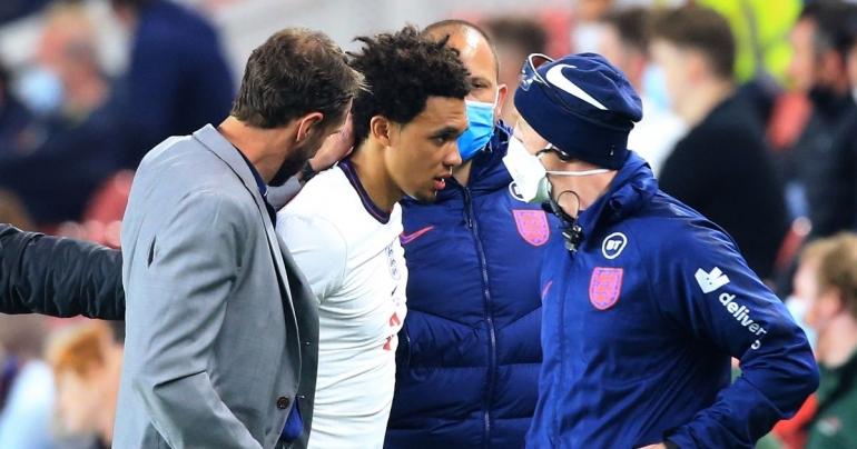 Trent Alexander-Arnold merelakan mimpinya tampil di Euro 2020 kandas. Dia mengalami cedera saat Inggris menghadapi Austria di laga uji coba/Foto: Football 365