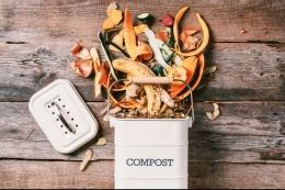 Ilustrasi sisa makanan dijadikan kompos. Cara ini bermanfaat untuk mengurangi sampah makanan. (SHUTTERSTOCK/JCHIZHE via kompas.com)