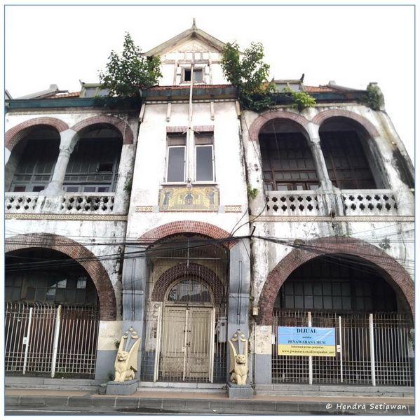Gedung SInga di daerah Jembatan Merah Surabaya (foto: dok. pribadi)