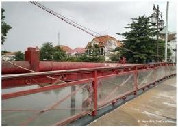 Gedung SInga dilihat dari Jembatan Merah (foto: dok. pribadi)