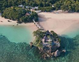 Gambar: Pantai Balekambang https://travelspromo.com/htm-wisata/pantai-balekambang-malang/