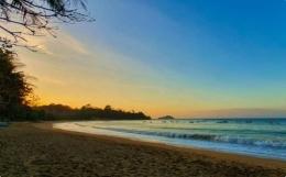 Gambar: Pantai Tamban, https://travelspromo.com/htm-wisata/pantai-tamban-malang/
