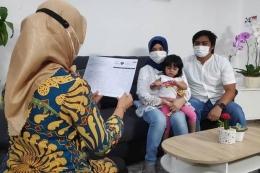 Salah satu pendataan, pendataan keluarga 2021 oleh kader pendata BKKBN (foto dari nasional.sindonews.com)