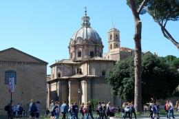 Jalanan Kota Roma yang selalu ramai (Dokumentasi pribadi)