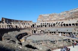 Suasana di dalam Colosseum (Dokumentasi pribadi)