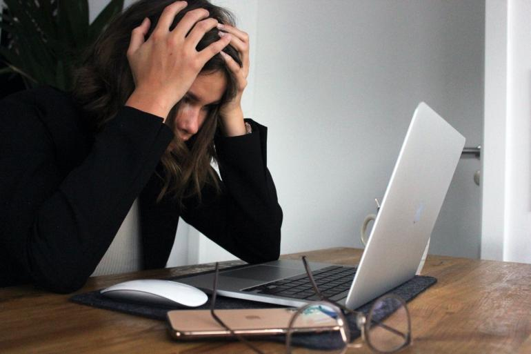 Agar tidak stres, kamu hanya perlu menetapkan batasan dan melindungi kesehatan mental serta energimu (unsplash.com/Elisa Ventur)