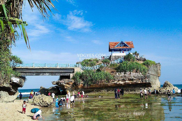 Pantai Kukup (yogyes.com)