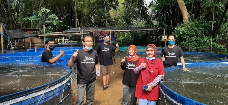 Komunitas Bolang saat Panen Perdana di Kampung Nila Slilir (6/6/2021)|Foto Dokumen Bolang.