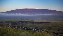 Tampak Puncak Mauna Kea yang diselimuti salju (www.forbes.com)