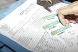 Ilustrasi mencetak Kartu Keluarga, Akta Kelahiran, dan Akta Kematian secara mandiri. Foto: Audia Natasha Putri/grid.id