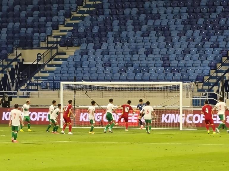 Gol ketiga Vietnam menujukkan lemahnya pertahan terhadap bola mati. dok:KBRI Dubai