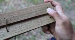Ilustrasi naskah kuno berbentuk lontar (Foto: balifantastic.com)