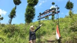 Gerbang Menuju View Slamet/Foto: Lilian Kiki Triwulan