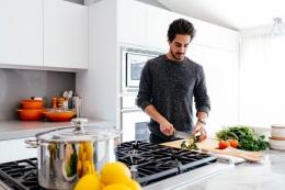 Lelaki yang bisa masak adalah idaman wanita (foto dari voxpop.id)