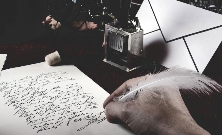 Ilustrasi menulis puisi. Sumber foto: Pixabay.com