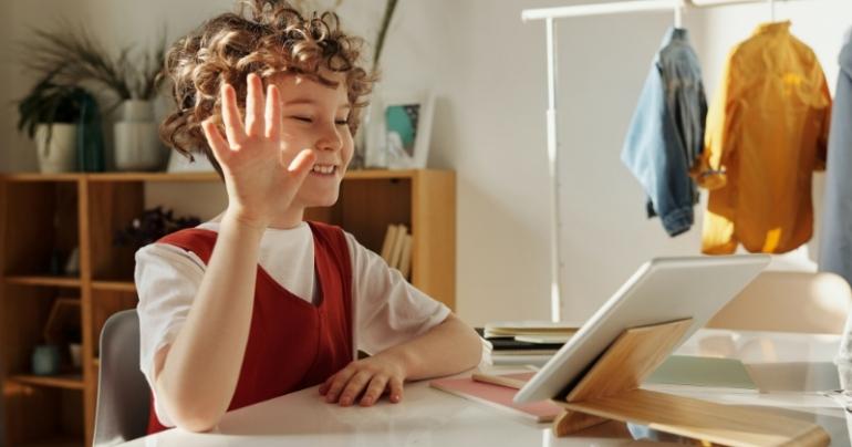 Belajar Online (Pexels/Julia M Cameron)