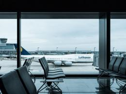 Surat sponsor ke bandara Frankfurt Jerman | dok. unsplash.com/Dennis Gecaj—