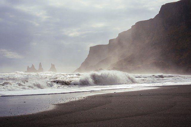Ilustrasi Ombak di Pantai (sumber gambar: pixabay.com)
