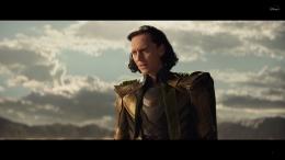 Loki terdampar di gurun usai kabur dengan Tesseract. Sumber: Disney+