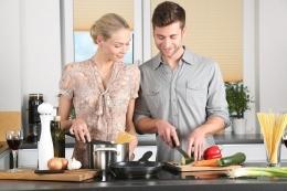 Lelaki yang bisa masak punya nilai lebih di mata wanita, seksi dan keren abis (foto dari pixabay.com)