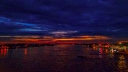 Rembang petang dari sungai Musi, Palembang. (Sumber: Dokumentasi pribadi/Foto oleh Kazena Krista)